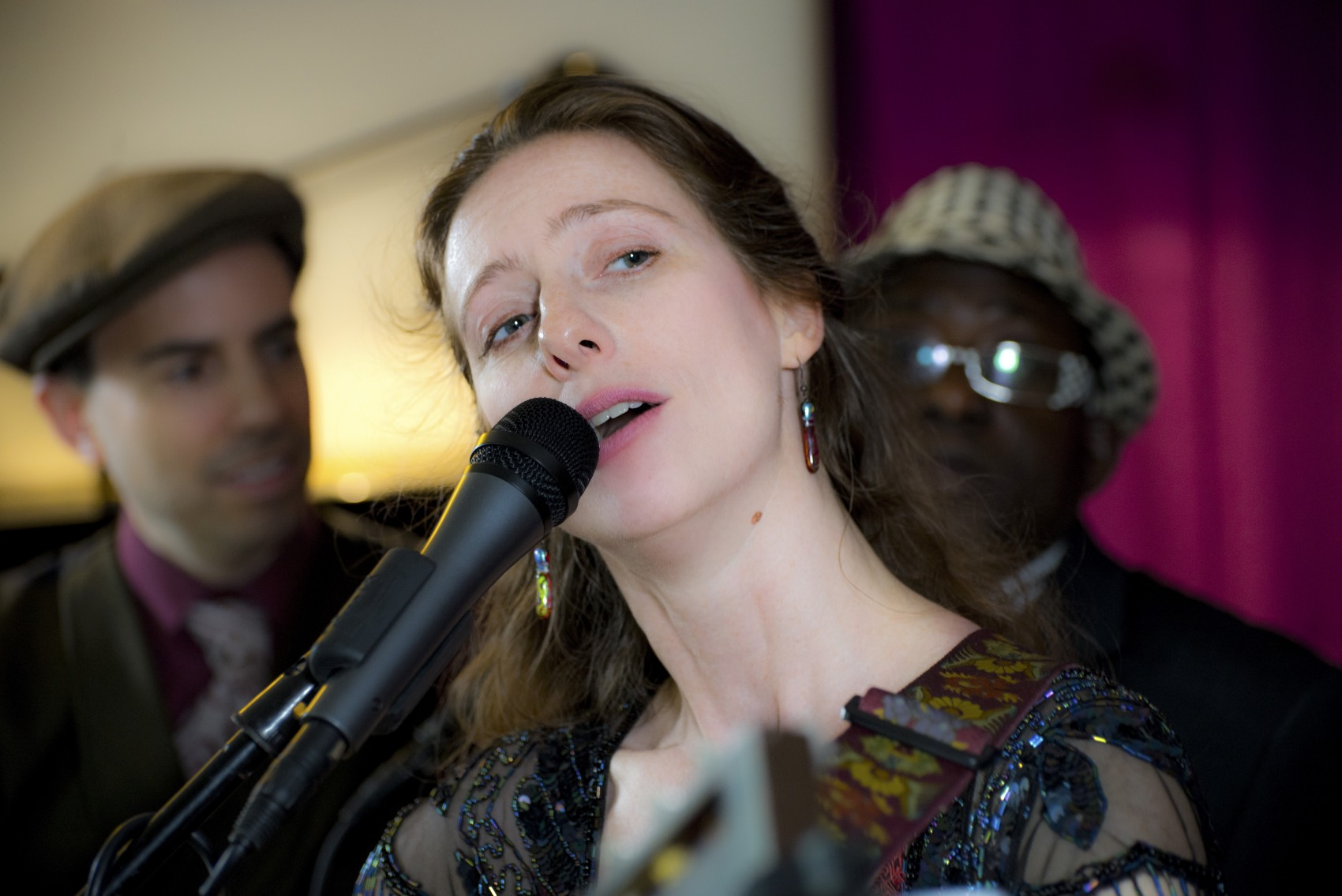 pic_70 Betina singing